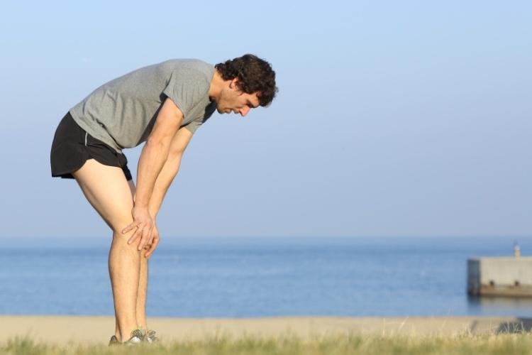 При ходьбе болит правый бок