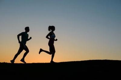 Когда бегать утром или вечером?